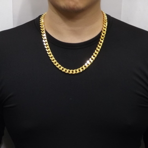 what-articles-of-clothing-are-commonplace-among-tough-guys-men-wearing-gold-chains-l-29b51d8ad9effa0e